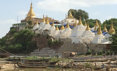 Sagaing-Pagode am Irrawaddy River