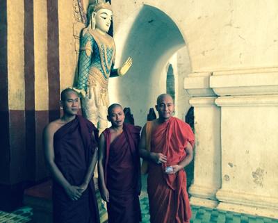Buddhistische Mönche in der Shwezigon-Pagode