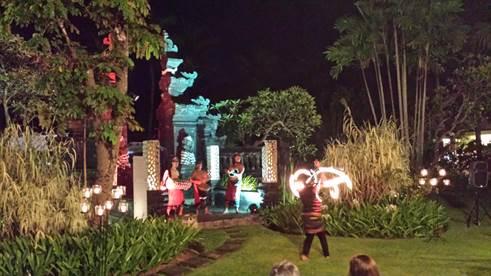 Traditionelle Show  im Garten des Laguna Hotels