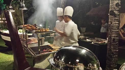 Abendessen im Garten des Laguna Hotels