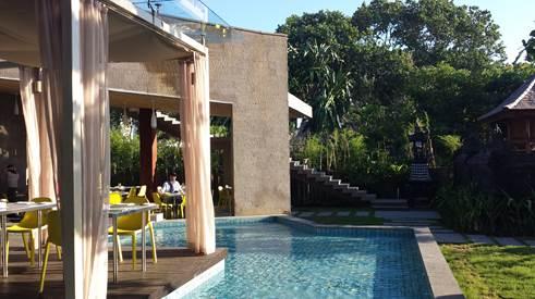 Außenbereich des Maya Sanur Hotels