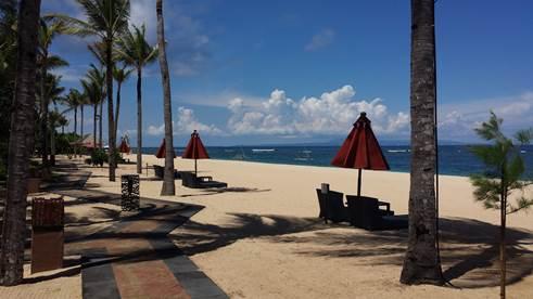 Strand vor dem Hotel St. Regis