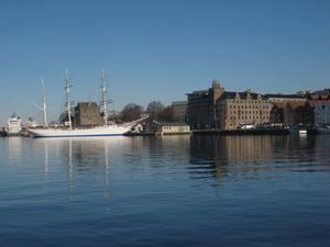 Segelschiff vor dem berühmten Stadtteil Brüggen