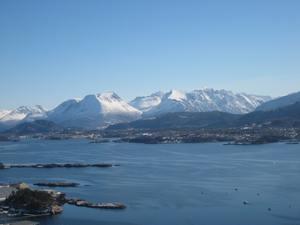 traumhafter Blick auf die Sunnmors-Alpen und den Fjord