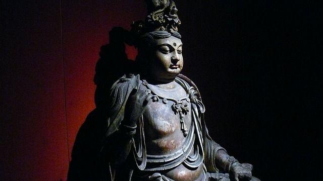 Shanghai Museum Statue